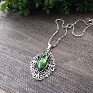 Vintage green gemstone necklace